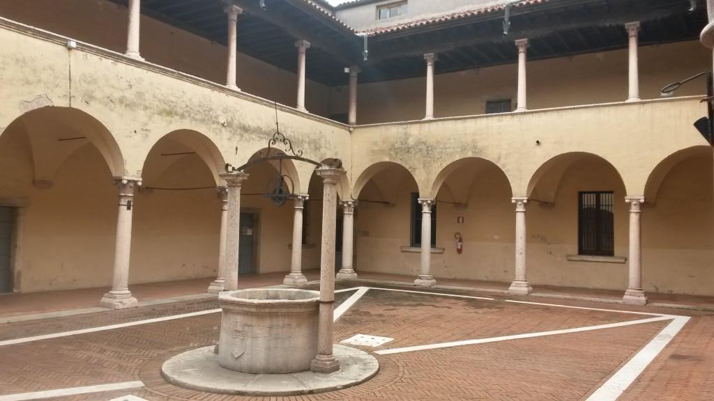 Il chiostro del palazzo comunale di Monteforte
