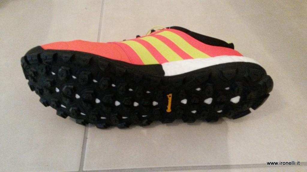 Scarpa da trail Adidas Raven Boost
