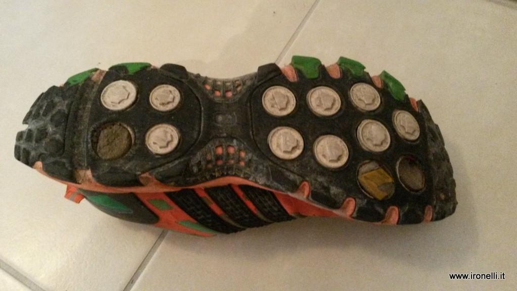 Scarpa da trail Adidas Raven suola distrutta