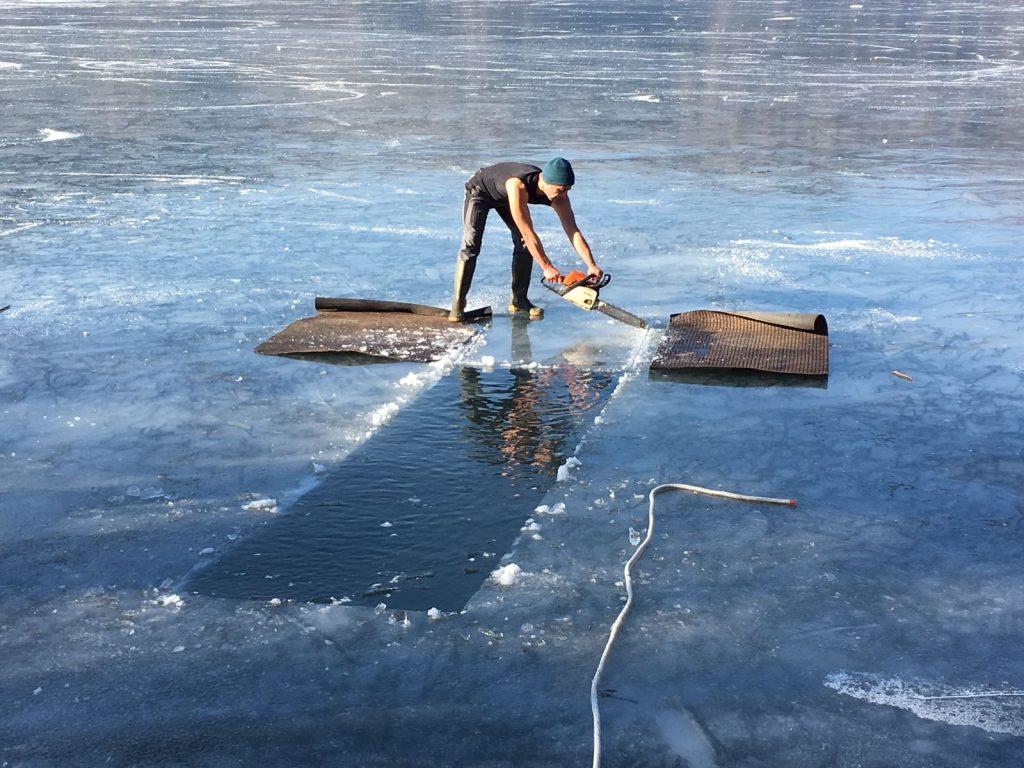 Triathlon della merla: Rob che sega il ghiaccio come un boscaiolo canadese
