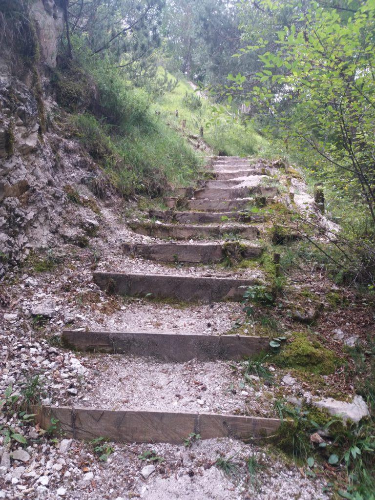 Partenza del sentiero dell'Ancino dai vecchi mulini