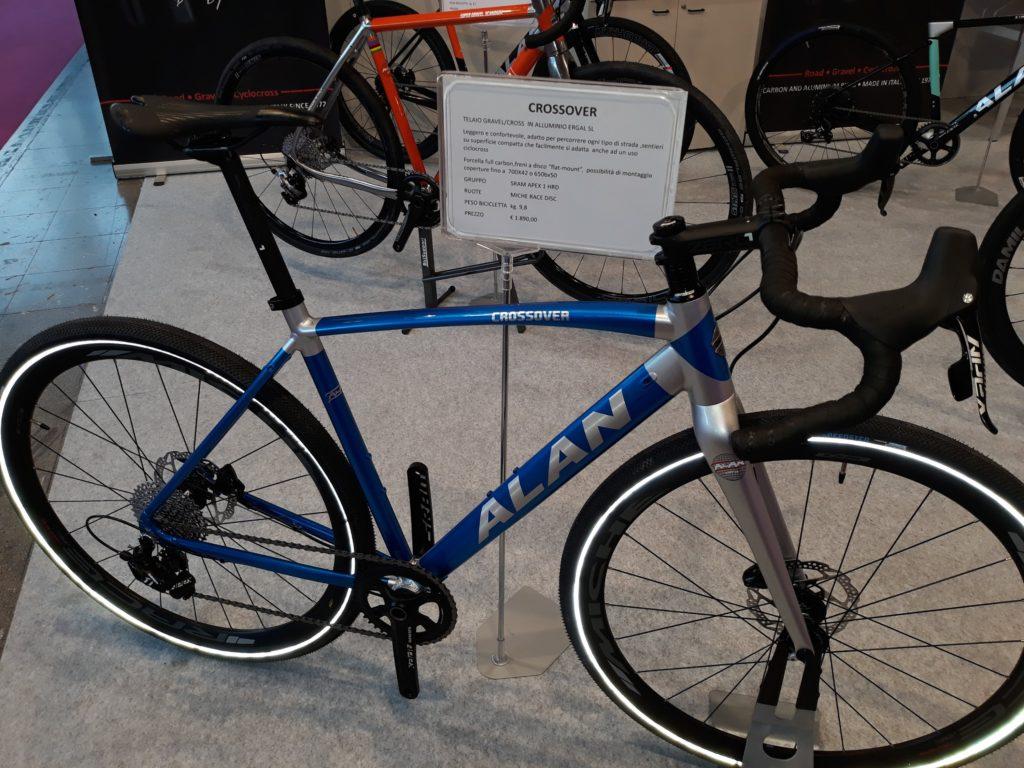 Un ibrido in alluminio, per godersi la bici senza l'affanno della prestazione.