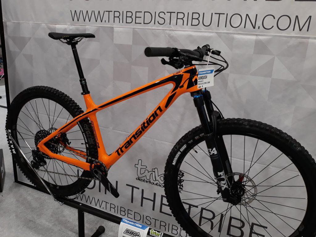 Poca MTB vera; la maggior parte è enduro o E-Bike; qua una strana Transition da XC, con geometrie che sembrano da trail bike.