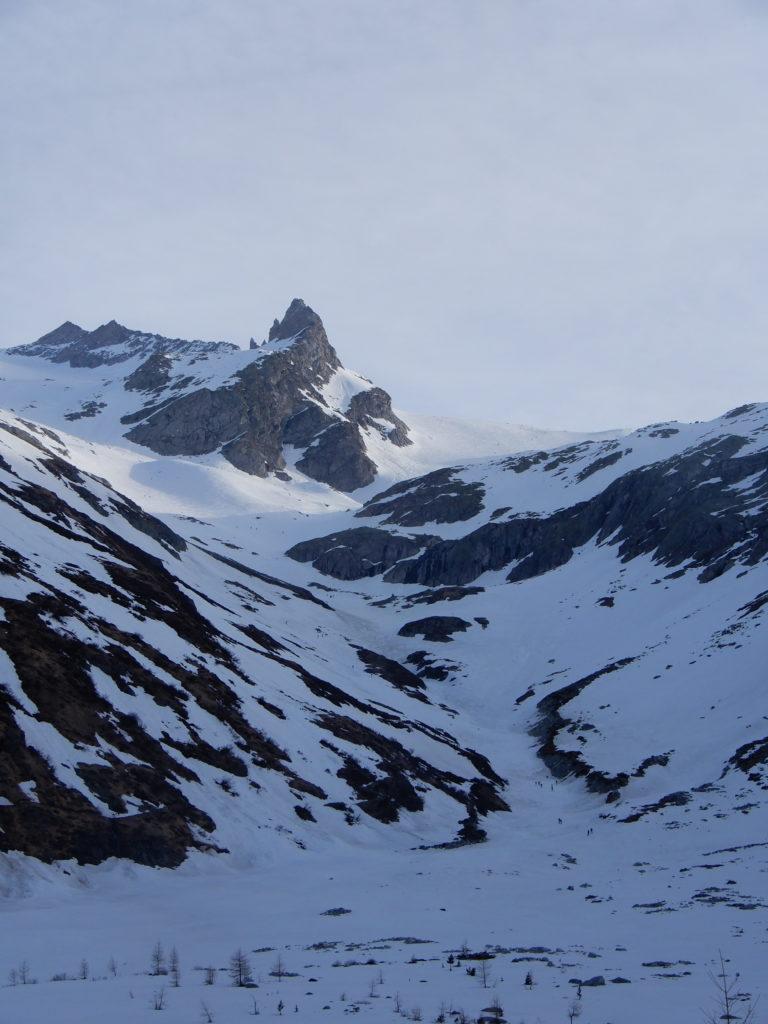 Dal lago di Neves; davanti a noi la processione degli scialpinisti verso il Grosser Moseler