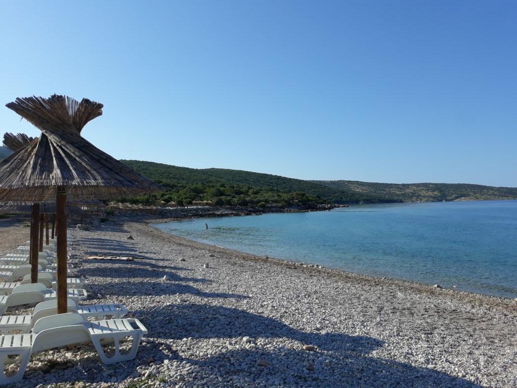 Spiaggia a Punat, isola di Krk.