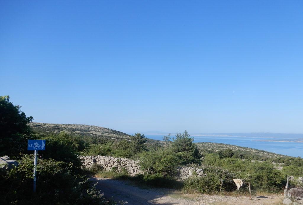 Partenza del sentiero enduro 5.2 a Punat, sull'isola di Krk.