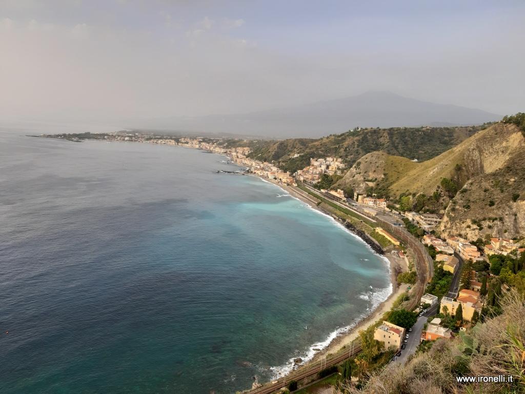 Salutiamo i Giardini Naxos dall'alto