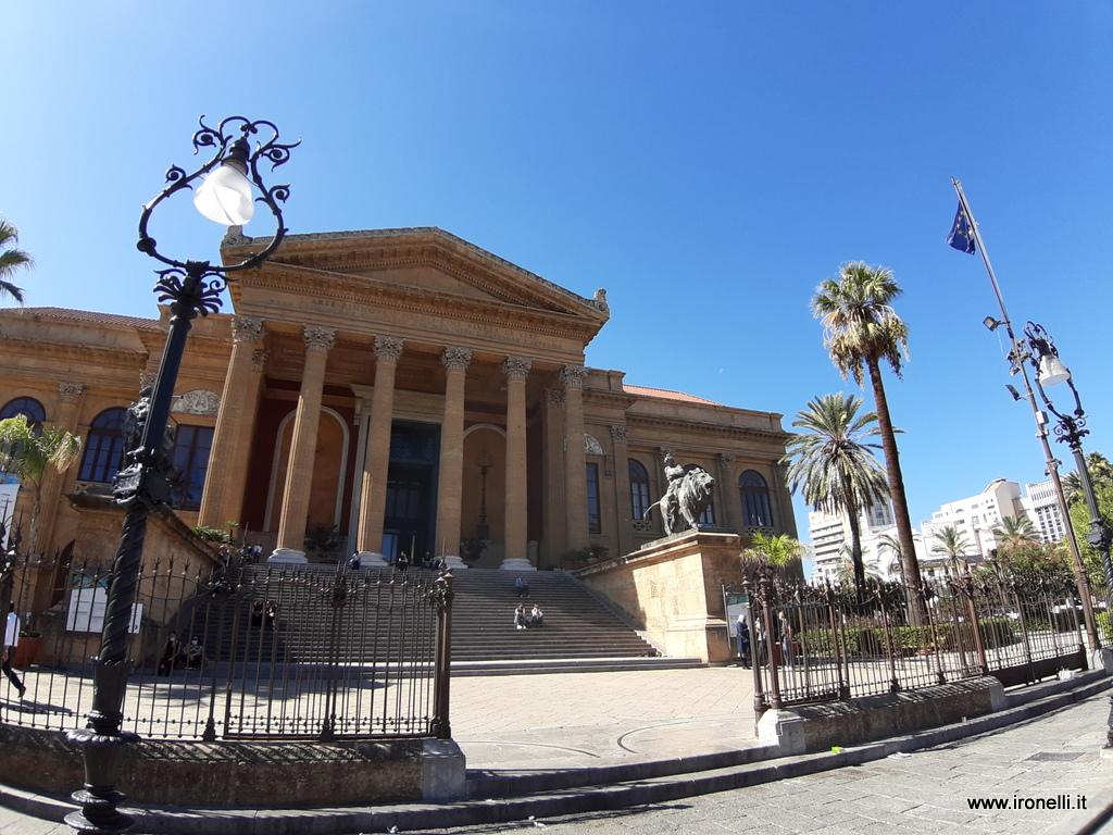 Scorci di Palermo - Il teatro