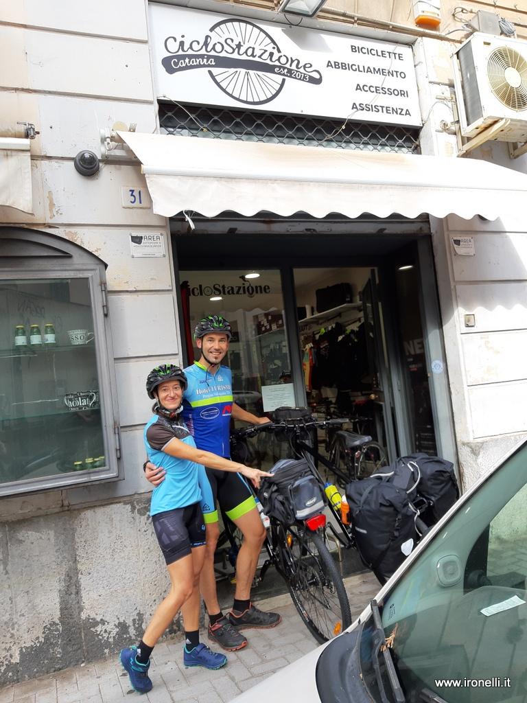 Alla Ciclostazione di Catania pronti a partire per il giro della Sicilia in bici