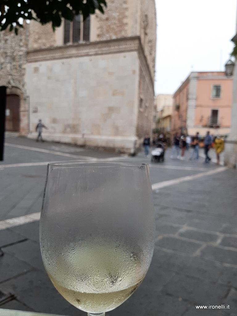 Un fresco Insolia per gustare il passeggio nelle vie di Taormina