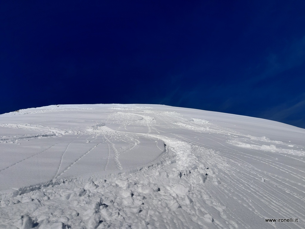 Scendendo dalla cima delle lepri bianche - val dei mocheni . Trentino